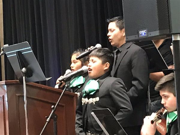 Mariachi Juvenil Alisal onstage